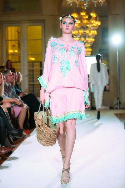 Im Rahmen einer Fashion Show in den schönen Räumlichkeiten der Französischen Botschaft präsentierten sich die teilnehmenden Modemarken und Geschäfte (Foto Moni Fellner)