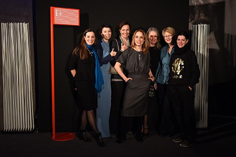 """""""Maikäfer flieg"""" Team: Filmproduzentin Gabriele Kranzelbinder (li) neben Ursula Strauss, vorne Regisseurin Mirjam Unger (Foto Diagonale/Pelekanos)"""