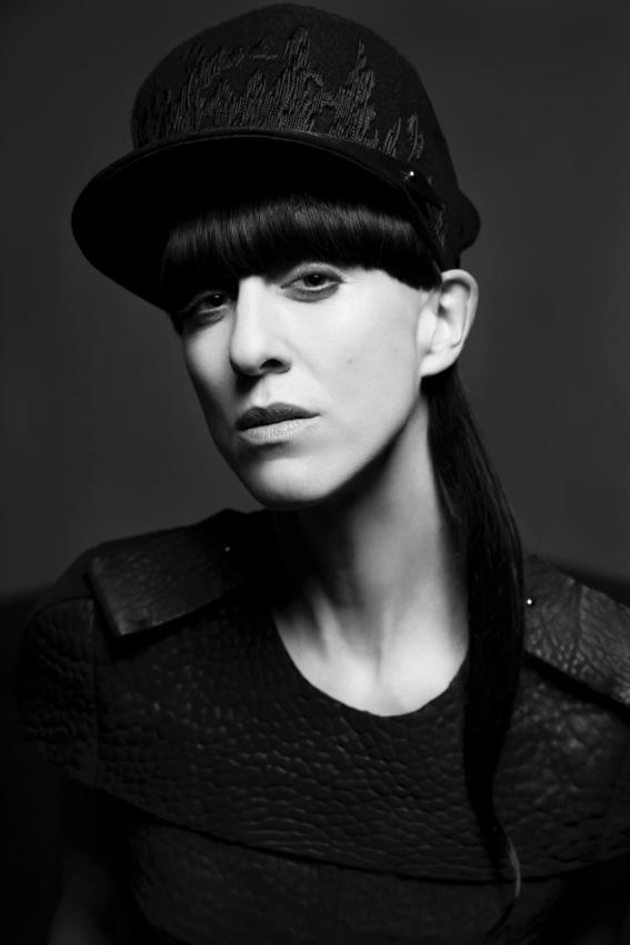 Esther Perbandt, Jahrgang 1975, studierte Modedesign an der Berliner Hochschule der Künste sowie in Paris. 2004 gründete sie ihr Label, es ist bekannt für avantgardistische Unisex-Entwürfe in Schwarz (Fotos Birgit Kaulfuss)