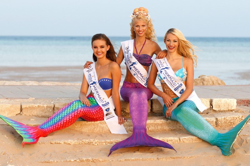 Ab 15.00 Uhr: Tauchen Sie gemeinsam mit Meerjungfrauen im glasklaren Wasser des Ankerpunkts ab – 4 Mermaid Missen freuen sich auf Sie.