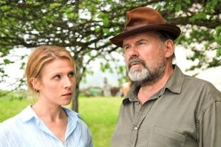 Franziska Weisz als Irene Kemmer und August Schmölzer als Anton Wolf in der Koproduktion von ORF/ZDF, hergestellt von FILM27 (Foto ORF/film27/Emre Erkmen)
