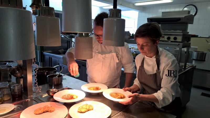 Die Spitzenköche Astrid und Andreas Krainer bieten traditionelle steirische Wirtshausküche, aber auch wundervolle hauseigene Süßigkeiten und köstliche selbstgebackenen Brote aus Natursauerteig (Foto Hedi Grager)