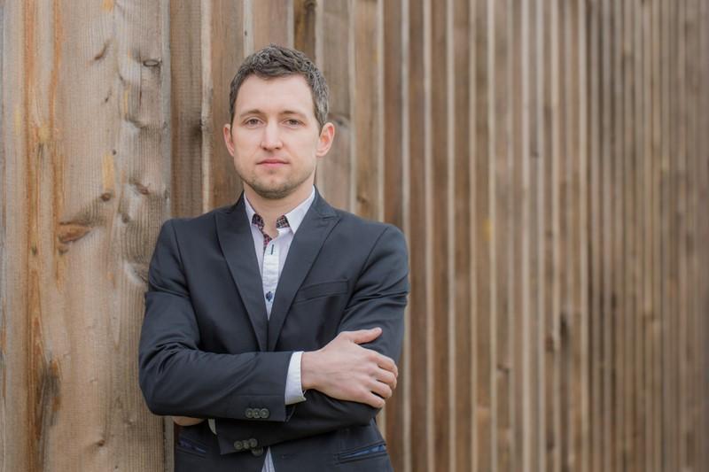 Designer Raphael Ertl freut sich darauf, noch viele weitere Produkte aus wertvollem Holz zu entwickeln (Foto LIGNEMI)