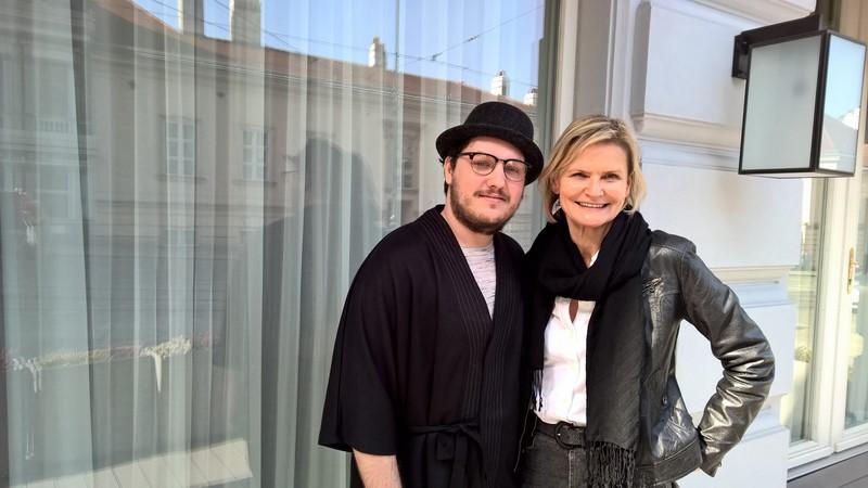 Schauspieler Mario Canedo nahm sich viel Zeit für das Interview mit Hedi Grager (Foto Reinhard Sudy)