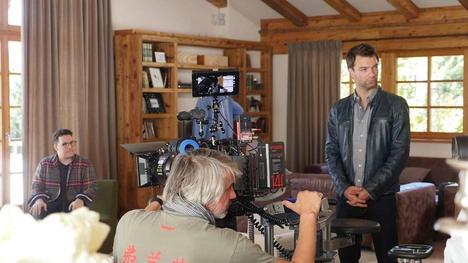 Mario Canedo bei Dreharbeiten zu Soko Kitzbühel. Er freut sich sehr über die Zusammenarbeit mit dem Team und Regisseur Rainer Hackstock (Foto beigestellt)