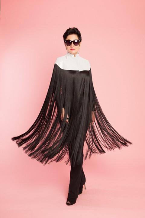 Aniko Balazs in ihrer Welt als Designerin. Hier ein Modell aus ihrer Kollektion, die im September rauskommen wird (Foto www.aniko.com)