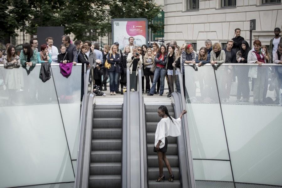 Die Rolltreppe mitten am Joanneumsviertelplatz  wurde zum Catwalk. Teilnehmende Labels: Doris Veltman (AT), Gertrud -Taschen (AT), kaseee [design & art] (DE), Kina* (DE), Lazlo (HU), Lisa Losch (AT), Rosivita`s Schmuckgesang (AT), Wubet (AT) und FH JOANNEUM - Industrial Design (AT). Im Bild: Kina (Foto Nikola Milatovic)