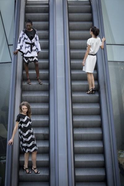 Bei der beliebten Street Fashion Show wurde die von allen Seiten einsehbare Rolltreppe mitten am Platz zum Catwalk für Mode abseits vom Mainstream: Lazlo (Foto Nikola Milatovic)