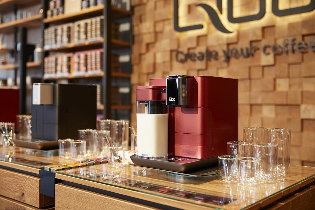 Mit der Qbo-App und dem einzigartigen FrischmilchSystem für perfekten heißen und kalten Milchschaum können kreative Kaffeeliebhaber ihre eigenen Rezepte erstellen und ihre ganz persönlichen Lieblingskaffees genießen (Foto Sonja Kirchner)