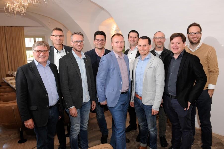 """Die zehn Sausaler Winzer und Hauptgastgeber der """"Sausal Revolution"""" (Foto Josef Krassnig)"""