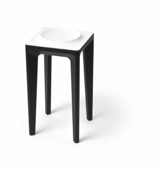 """Der """"Porcelain Table"""" wird in zwei Höhen angeboten und kann z.B. als Beistelltisch und Obstschale, als Empfangstisch im Eingangsbereich oder als Centerpiece zur Aufbewahrung ganz besonderer Gegenstände verwendet werden (Foto Augarten/Thomas Feichtner)"""