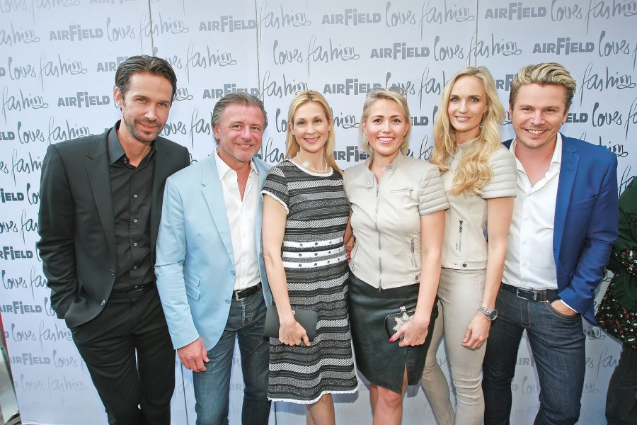 "Michael Lameraner ""Style up your Life""-Herausgeber, Walter Moser CEO AIRFIELD, US-Schauspielerin Kelly Rutherford, Sophia Bitter CMO AIRFIELD, Miss Austria 2000 Patricia Kaiser, Adi Weiss ""Style up your Life""-Herausgeber (Foto Philipp Enders)"