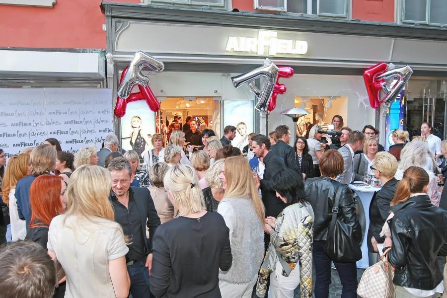 Gäste aus den Bereichen Mode, Film und Fernsehen, Wirtschaft und Kultur kamen zur AIRFIELD Store-Eröffnung (Foto Philipp Enders)