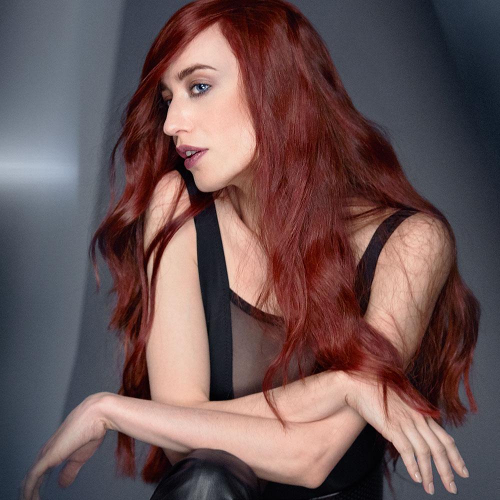 """""""Mit ihren auffälligen, roten Haaren und ihrem einzigartigen Style verkörpert Lizzy den Spirit von REDKEN auf den Punkt genau"""", sagt Shane Wolf, Global General Manager von REDKEN (Foto REDKEN)"""