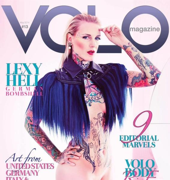 Lexy Hell am Cover von VOLO MAGAZINE #13 in einem Cape von 'Schwarzer Reiter' (Fotos Ava Pivot)