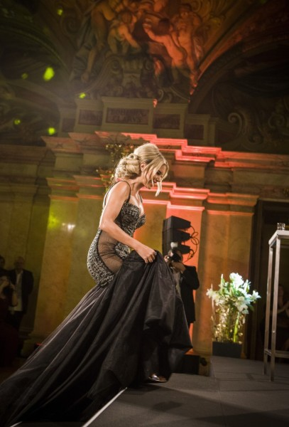 """Sylvie Meis, in einem atemberaubend schönen Kleid, erhielt den Leading Ladies Award in der Kategorie """"TV & Entertainment"""" (Foto Madonna)"""