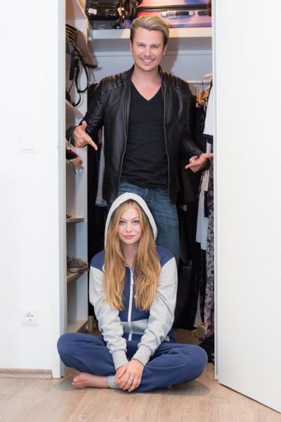 Auch Song-Contest-Elfe Zoë hat Adi Weiss ihren Kleiderschrank geöffnet (Foto Moni Fellner)