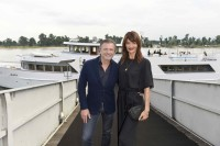 Walter Moser, CEO AIRFIELD Fashion, mit Supermodel Helena Christensen (Foto AIRFIELD / Agency People Image / Michael Tinnefeld)