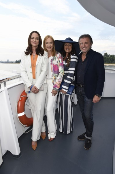 Natalia Wörner, Katja Flint und Christine Neubauer kamen in AIRFIELD gekleidet zum extravaganten AIRFIELD Fashioncocktail, zu dem CEO Walater Moser auf die Grace Kelly Yacht in Düsseldorf lud (Foto AIRFIELD / Agency People Image / Michael Tinnefeld)