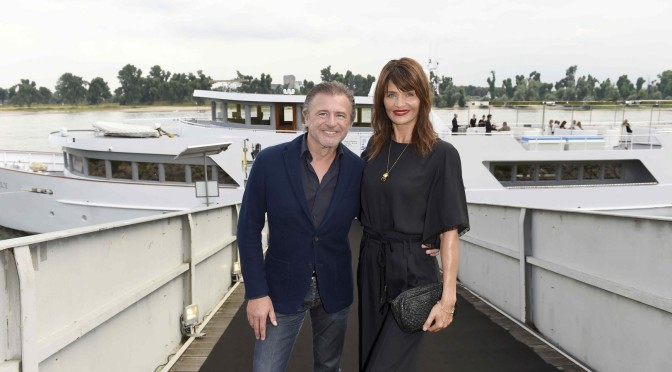 Walter Moser (CEO AIRFIELD Fashion / Walter Moser GmbH), Supermodel Helena Christensen  LET`S GO ON AN EXTRAORDINARY BOAT TRIP WITH AIRFIELD / AIRFIELD Modenschau / Fashionshow / Fashioncocktail auf der Grace Kelly Yacht in Düsseldorf am 23.07.2016 Agency People Image (c.) Michael Tinnefeld