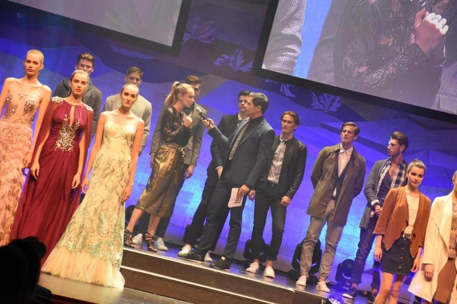 """Liliana Klein möchte mit """"Fashion for Europe"""" die Vielseitigkeit der Mode in den verschiedenen Ländern aufzeigen. Liliana Klein im Gespräch mit Roman Rafreider, der durch den Abend führte (Foto FLASHED Events)"""