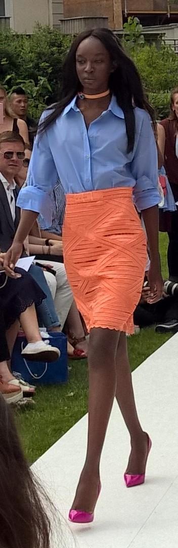 Lässig-elegante und sehr angenehm tragbare Boyfriend-Blusen auf der Show von Marina Hoermanseder (Foto Hedi Grager)