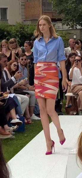 Marina Hoermanseder: Ein Highlight sind immer wieder ihre typischen, gewickelten Lederröcke mit Schnallenoptik (Foto Hedi Grager)