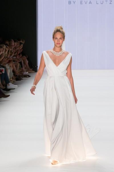 Germany's Next Topmodel Zweite Elena Carrière trug das traumhafte Hochzeitskleid von MINX (Foto Lightshades.de)