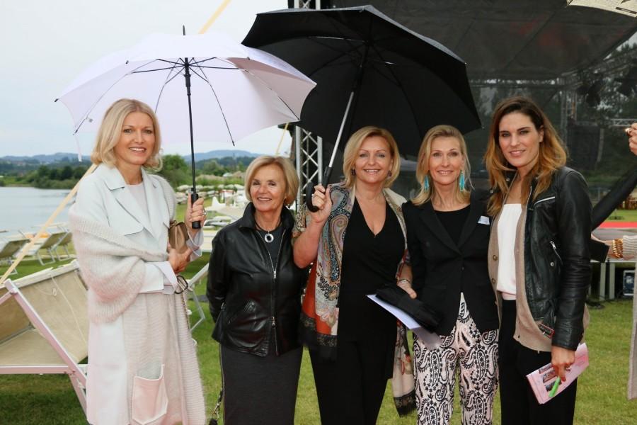 """Helga Kresnik, Eva Haider-Knilli, Luise Köfer, Gabi Purkarthofer und Elke Rock - alle unterstützten das Projekt """"Hautkrebs in der Schwangerschaft"""" (Foto Alex Feyh)"""