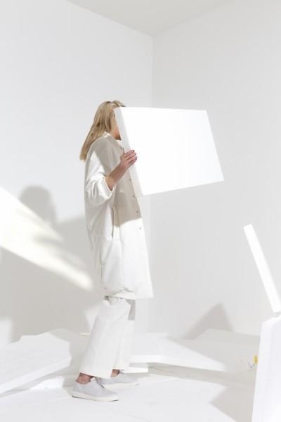 Designerin Vivien Sakura Brandl arbeitet gerne mit ausgewählten Naturmaterialen (Foto Mario Kiesenhofer)