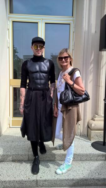 Ich traf den sehr sympathischen jungen Designer Thomas Hanisch auf der Show seiner Designer-Kollegin Marina Hoermanseder.