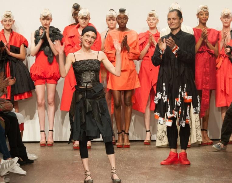 Isabel Vollrath arbeitete mit Lagen von Tüll und zeigte Kleider mit tiefen Dekolletés (Foto Kristjan Czako Visual Impact)