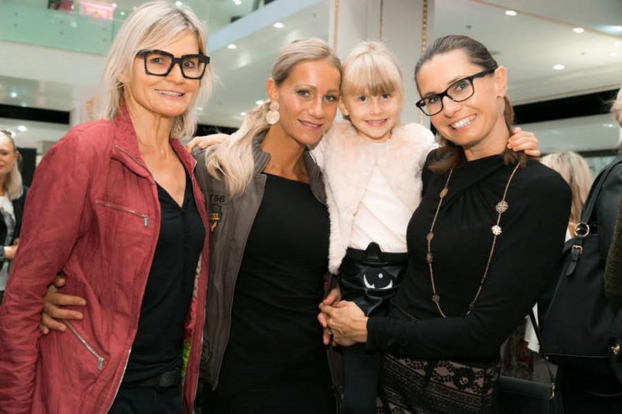 """Hedi Grager, Sandra Schranz und Gabi Leger mit Tochter Hannah bei der Präsentation """"Front Row Society bei Kastner & Öhler"""" (Foto K&Ö)"""