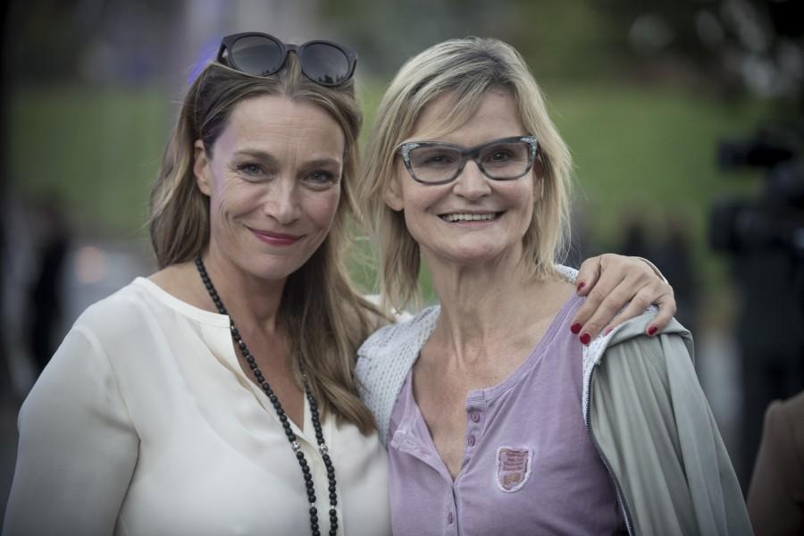 """Auch Schauspielerin Aglaia Szyszkowitz war Teil des Projektes """"aworldwidefriendship"""" und kam zur Rückkehr des SCHULLIN SPIRIT, hier mit Hedi Grager (Foto Christian Jungwirth)"""