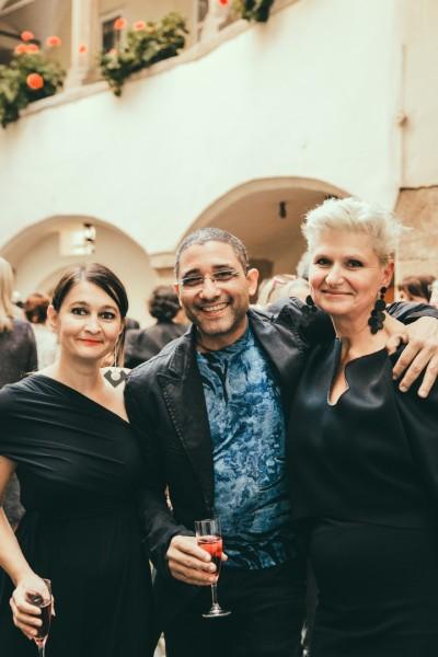 Babsi Schneider und Elke Steffen-Kühnl mit Darrel Toulon, dem ehemaligen Ballettdirektor der Oper Graz und freischaffendem Choreograf (Foto Lupi Spuma)