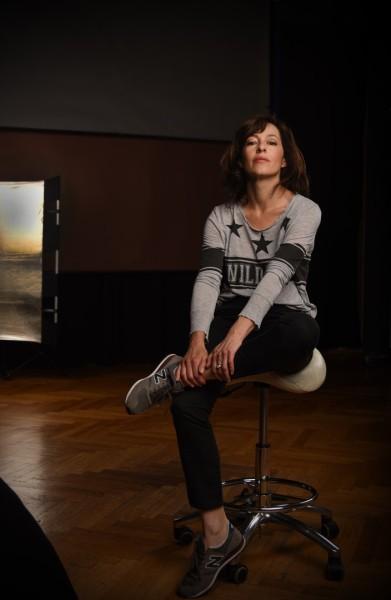 Julia Cencig hat sich mit Waffentraining und Übungen in Selbstverteidigung auf die Rolle der Kommissarin vorbereitet (Foto Barbara Wagner/momentissimo.at)