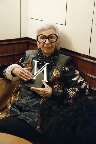 Die 95-jährige Unternehmerin Iris Apfel, Werbeikone, Innenarchitektin und Designberaterin von 9 US-Präsidenten, genoss den Abend (Foto Inge Prader)