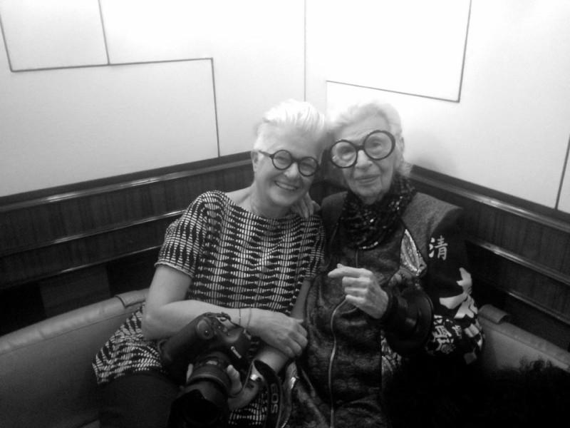 Starfotografin Inge Prader mit Style Icon Iris Apfel (Foto Marjan Firouz)