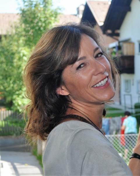 """Die sympathische Schauspielerin Julia Cencig macht """"urgern den bad cop"""", erzählt sie fröhlich (Foto Reinhard Sudy)"""