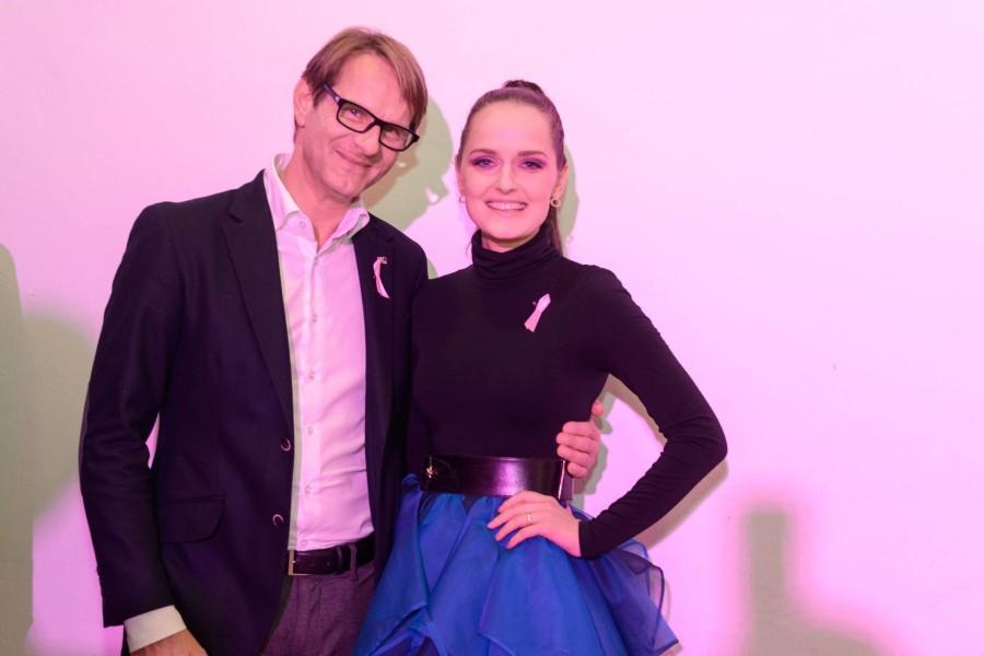 Auch der Hartberger Bürgermeister Ing. Marcus Martschitsch unterstützte den glanzvollen Charity-Abend - hier mit Designerin Eva Poleschinski, die in Hartberg geboren wurde  (Felix Werinos)