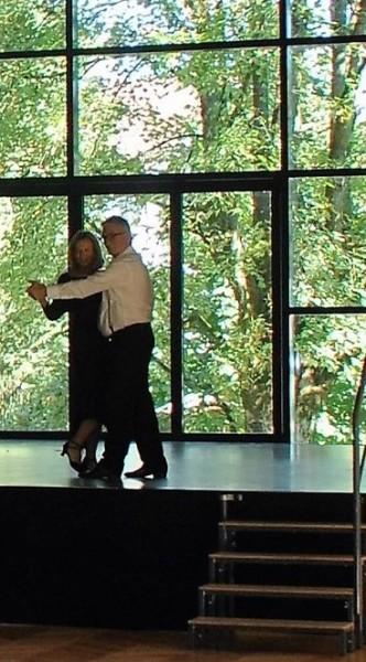 Andrea L'Arronge und Heinz Marecek in einer Tango-Szene (Foto Reinhard Sudy)