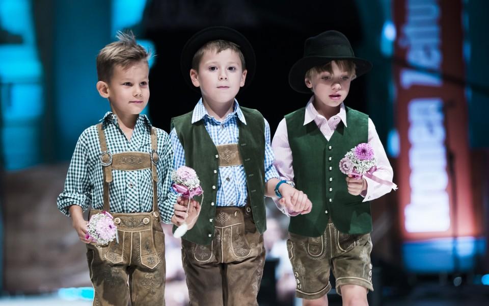 Stolz präsentierten die 'Nachwuchs-Model' die steirische Tracht (Foto Ivents/Marija Kanizaj)