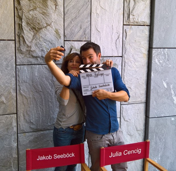 Julia Cencig mit ihrem SOKO-Partner Jakob Seeböck: immer für einen Spaß zu haben (Foto Hedi Grager)