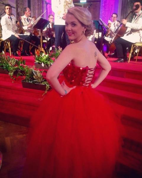 Sigrid Spörk trägt bei ihren Auftritten am 'Roten Teppich' sehr gerne Stücke der steirischen Designerin Eva Poleschinski (Foto privat)