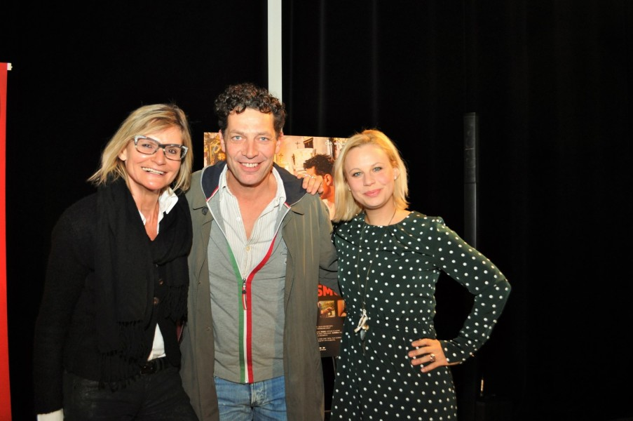 """Katharina Straßer und Gregor Bloéb im Tiroler Landkrimi """"Sommernachtsmord"""". Hier mit Journalistin Hedi Grager (li) (Foto Reinhard Sudy)"""