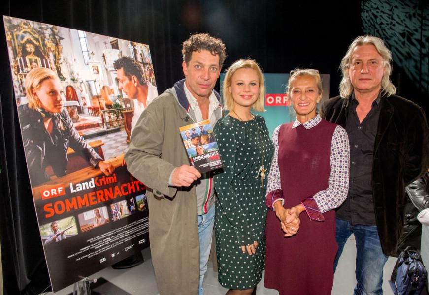 """Der Tiroler Landkrimi """"Sommernachtsmord"""": Schauspieler Gregor Bloeb und Katharina Straßer, ORF-Fernsehdirektorin Mag. Kathrin Zechner und Regisseur Harald Sicheritz (Foto ORF Thomas Jantzen)"""