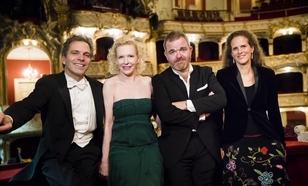 Musikalischer Leiter Dirk Kaftan,  Sunnyi Melles, Cornelius Obonya und Intendantin der Grazer Oper Nora Schmid (Foto Werner Kmetitsch)