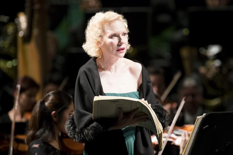 Sunnyi Melles ist eine großartige Schauspielerin mit einer unglaublichen Bühnenpräsenz (Foto Werner Kmetitsch)
