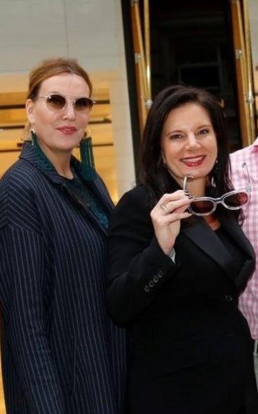 Katharina Schlager, hier mit Modeexpertin Carina Harbisch und ihrem Late Night Shopping (Foto Manfred Lach)
