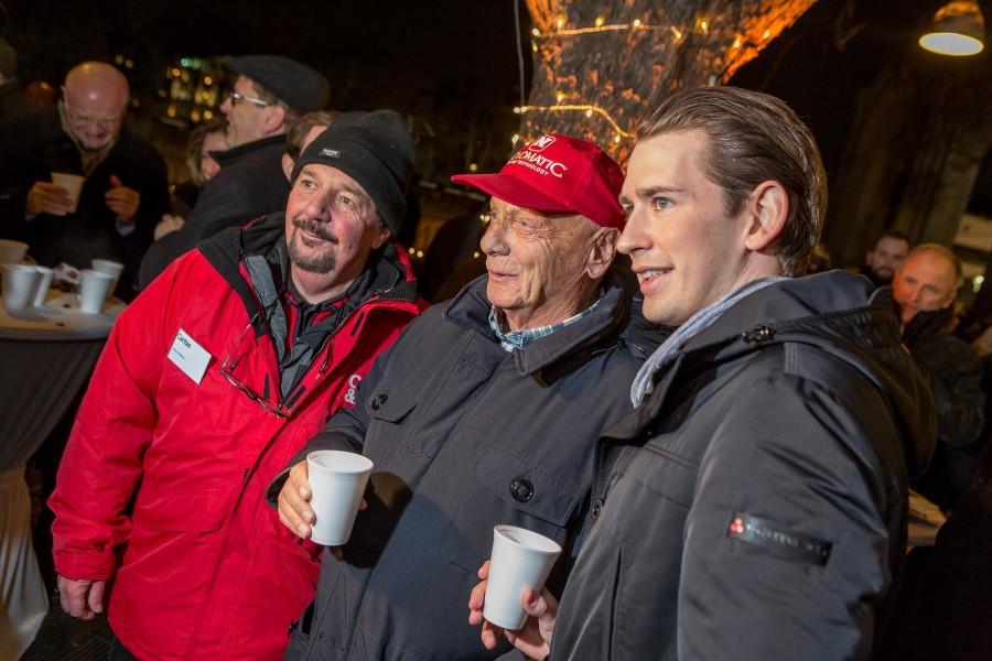 Auch Airliner Niki Lauda versäumt nie den Adventpunsch von Außenminister Sebastian Kurz (Foto BMEIA)